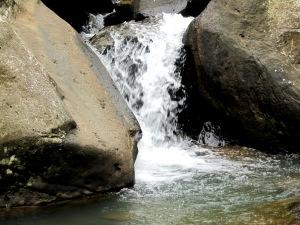 air sungainya kurang deras
